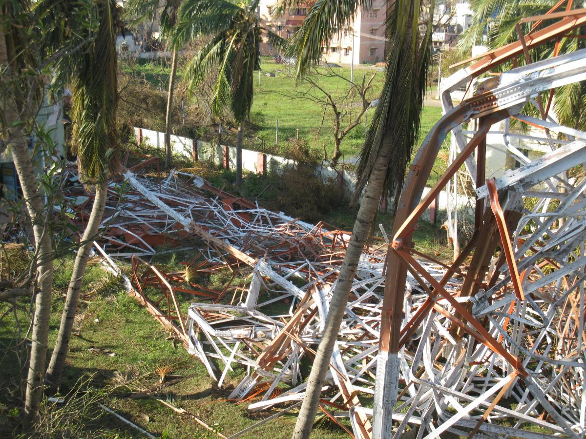 Failure Investigations on Microwave Lattice Towers during Cyclones